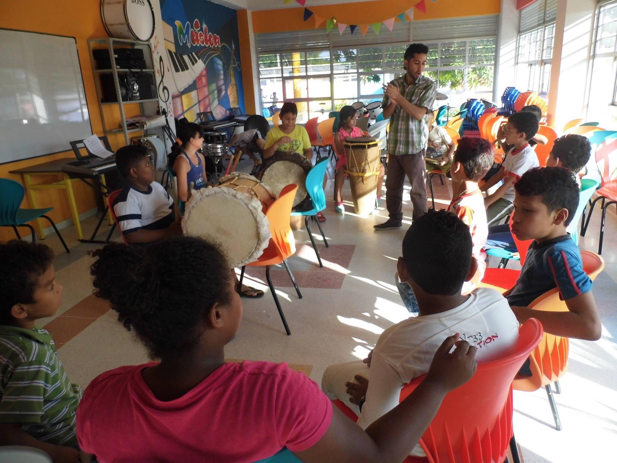 Clases de percusión hacen parte de la oferta musical.