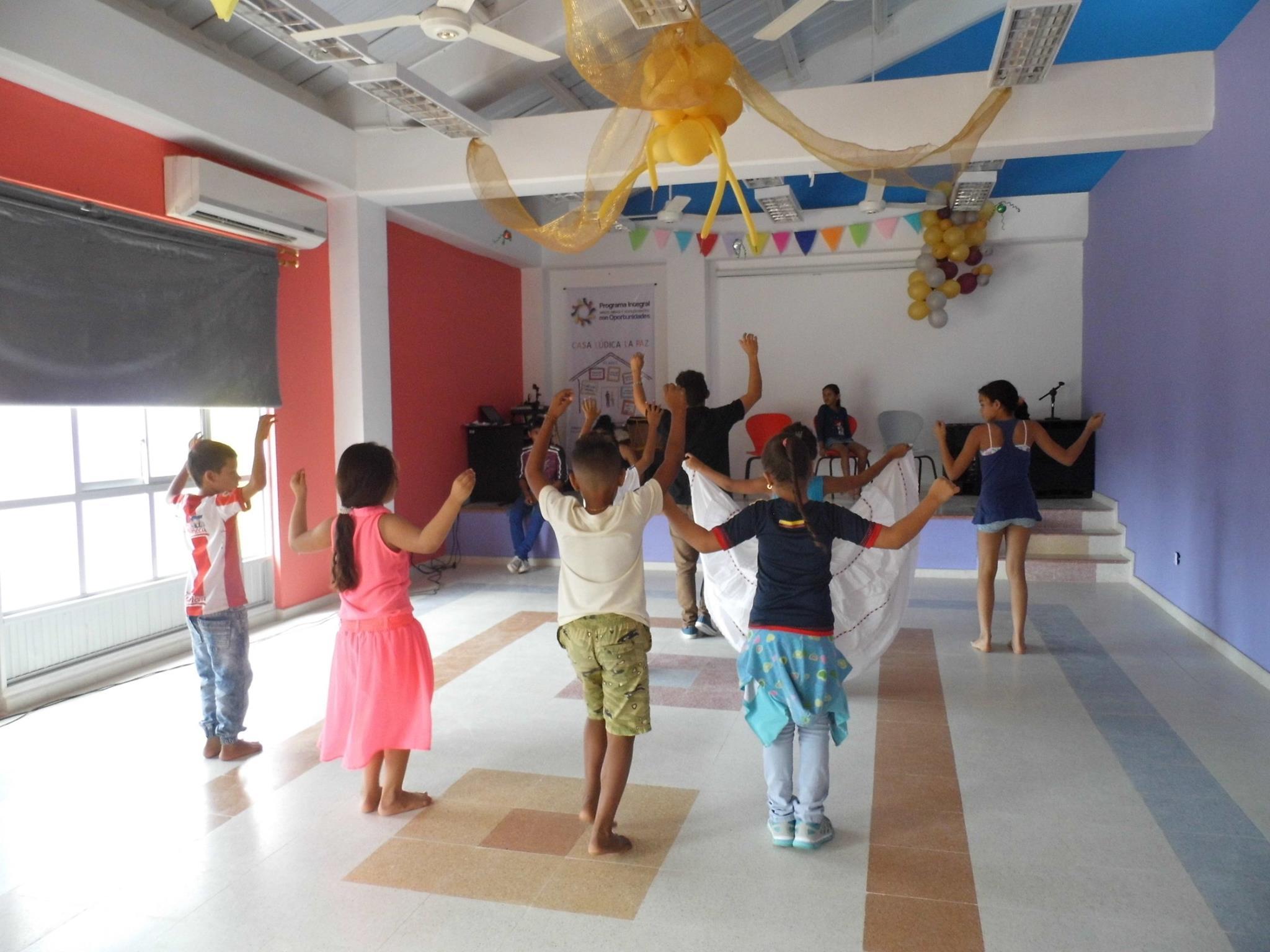 Danzas tradicionales y propias de la cultura Caribe se enseñan a niños y niñas.