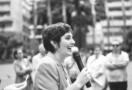 La tenacidad de una historiadora que se resiste al silencio